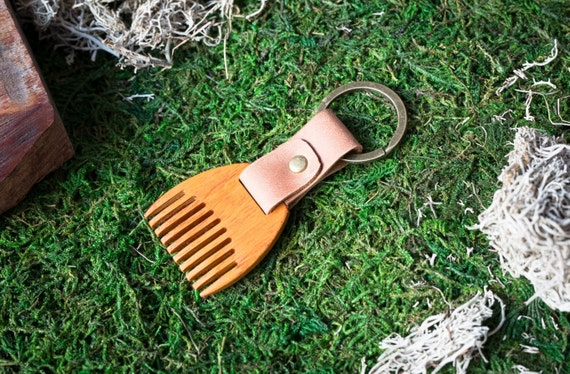 Wooden beard comb Kusia wood. Mini Beard Comb Keychain. Brown leather Keyring. Personalized comb. Handsome. Boyfriend, groomsman gift.