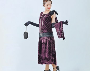 Beautiful 1920s evening dress in purple cut velvet with a train, purple Great Gatsby dress, 1920s cut velvet flapper dress, Charleston dress