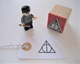 Deathly Hallows Stamp. Harry Potter stamp. Hogwarts Stamp. Harry Potter Symbol. Deathly Hallows. Platform 9 3/4 Stamp. Harry Potter Gift