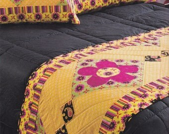 Summer Daisy Blossoms Applique King Bed Runner Quilt with Two Pillow shams,  yellow and fuchsia pink, Handmade