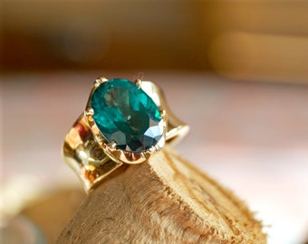 Retro Emerald Green Stone Ring - Size 6.5 - Wide 14K Gold Band