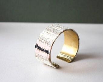 BALANCE Bracelet cuff wide Gaia. Woven natural fiber on black, beige, pink, white brass ring