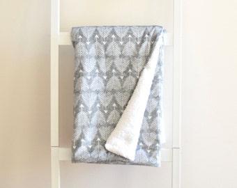 Sherpa Cuddle Blanket - Good Shot on Gray Linen, Arrows Charcoal