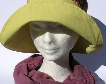 women hat, rain, impermeabile, yellow