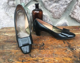 Vintage 60s Naturalizer Black Faux Leather Pumps / Crocodile Skin Imprint / Chunky Square Heel / All Man Made / Women's Size 7