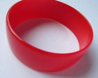 BAKELITE tested Vivid LIPSTICK RED bangle bracelet ~lovely,  slender, sleek vintage costume jewelry