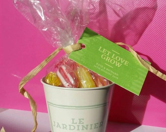 40 x Prefilled personalised uk wedding favours. Rustic French style herb tin containing your preferred sweets & gift tag/ribbon