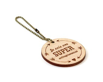 """Keychain """"I'm a super womanpreneur"""" - lasercut maple wood - round wooden keyring with message - graphic accessory - gift woman entrepreneur"""