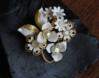Vintage White, Gold, Pearl, Rhinestone Flower Brooch, Floral Brooch, Mid Century Pin, Unique Vintage Jewelry,Retro White Gold Flowers Brooch