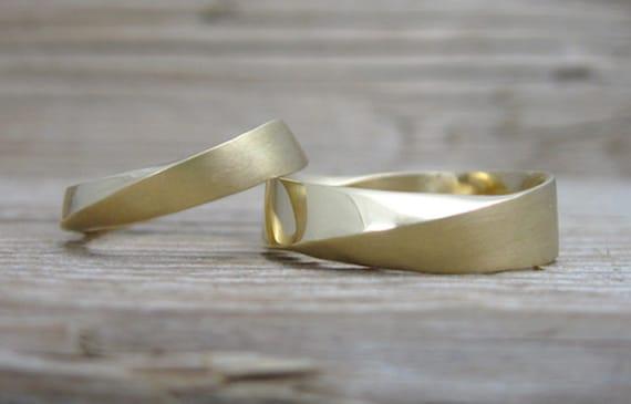 Mobius Weddingset In 18K Yellow Gold Wedding Rings Set