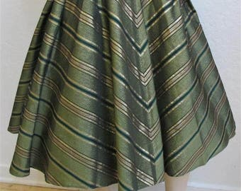 1950's Olive Taffeta Swing Skirt With Gold & Black Lame Chevron Design - Size: 26 inches