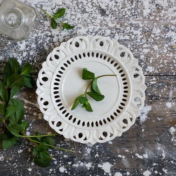 Petit Acanthus Pierced Ceramic Plate