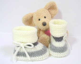 Handknitted grey and ivory baby booties, size 0 to 3 months by Tricotmuse