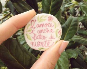 """Spilla in ceramica """"l'amore è anche fatto di niente"""" dipinta a mano! Handmade with love!"""