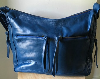 Curved, hobo style handmade leather bag. Extra wide crossbody strap makes it comfortable, extra pockets. Leather handbag shoulder tote nappy