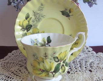 Royal Albert 4502 Yellow with yellow roses Bone China Tea Cup and Saucer - Made in England