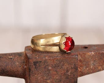 1930 ring - Ring with red stone - Vintage brass ring - Ethereal jewelry ring - Old ring with stone - Antique ring - Size 8 ring