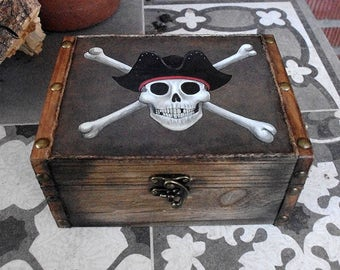 Hand decorated wooden box. Pirate skull box. Jolly Roger with sea rover hat.