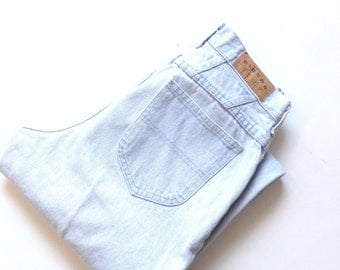 Vintage mom jeans. Lee Riders lightly faded, distressed, relaxed fit, tapered leg, light wash 100% cotton jeans. Union Made in USA. W27 L30.