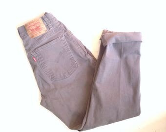 Levis 550 jeans. W26 L29. Highwaisted, slim fit, tapered leg, cotton jeans. Broken in mom jeans.