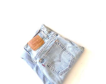 levis 551, W28 L32, faded, broken in, relaxed fit, tapered leg, highwaisted, 100% cotton jeans. Tall and slim mom jeans. Made in USA