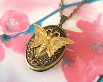 Door photo pendant with butterfly