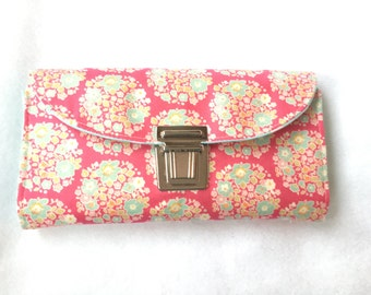 Purse with romantic pink flower circles