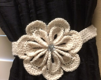 Crochet Curtain Tieback (1 pair) 6 pedal white flower
