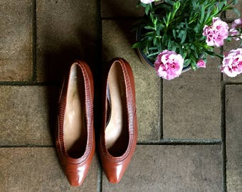 80s does 60s Low heel alligator pumps in soft brown//Picasso label//Size 8M//made in Brazil