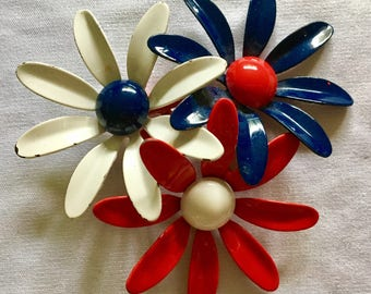 Vintage starburst flower brooch ready for the 4th of july or anytime you want to show your colors