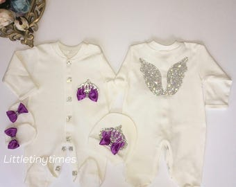 Newborn girl Take home outfit.Baby girl coming home outfit.Baby girls first outfit.Baptism girl.Girl hospital outfit.Angel wings jewel set
