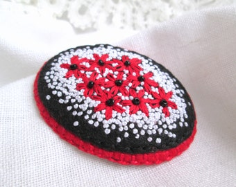 Red flowers brooch Embroidered felt brooch Oval brooch French knot embroidery jewelry Textile floral brooch Hand embroidery Gift for mom