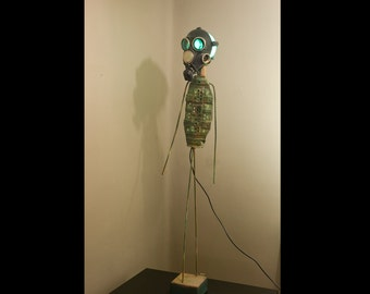 L'Homme qui marche, Giacometti  green underground remix. Another Stain artwork. Floor lamp. Recycled Art.