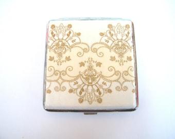 Elegant cigarette case, smoking accessory, cigarette box, gift for smokers, cigarrette wallet, bag accessory, credit card case, lace case