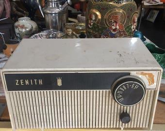 Zenith Model S-49681 FM antique radio