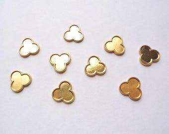 40 tiny gold plated brass clover shaped low bezel framed blank