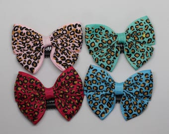 Leopard grosgrain ribbon bow hair clip/ Non-slip hair clip/ Newborn hair bow/ Baby hairclip/ Infant hair clip/ Handmade