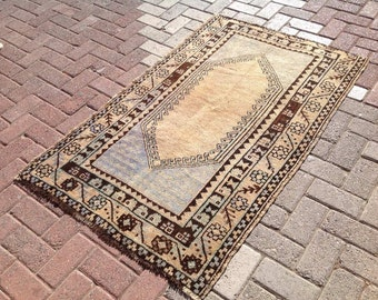 Vintage Rug, Anatolian area rug, small oushak rug,  Naturally distressesed Oushak Rug, Muted color rug, Faded rug, distressed rug, rug 028