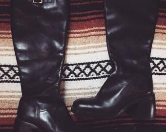 Vintage black knee high thick heeled black boots 6&1/2