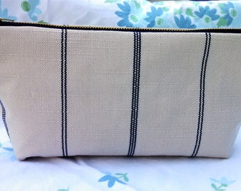 Gorgeous natural linen with navy stripes make this zippered pouch so versatile! Use everyday as it will fit all your necessities.