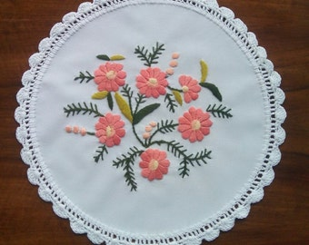 Hand embroidered pink doily with floral motifs, crocheted borders (MISCEMBR-DOI-301)