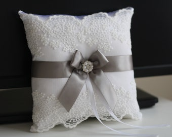 Gray Ring Bearer Pillow & Flower Girl Basket \ Gray Wedding Basket + Gray wedding Pillow \ White Pillow Basket Set \ Gray trow pillow