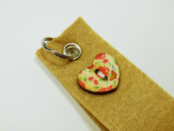 Key ring brown with knob in heart shape with flowers in red, pendant keyring pendant for keychain Heart Mother's Day