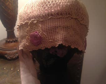 Most beautiful cream cloche roaring 1920 hat with soft pink roses lined in silk