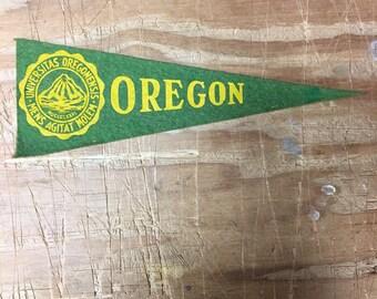 1950's Vintage Oregon ducks College University Mini Pennant Flag Banner 3x9 inches