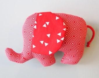 Rassel-Elefant Freddie