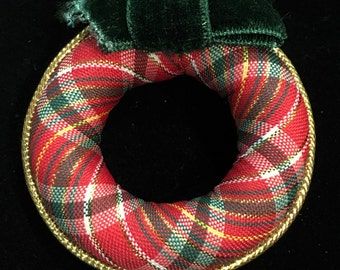Vintage 1984 Avon Plaid Christmas Wreath Brooch