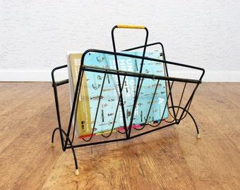 Asymmetric magazine rack