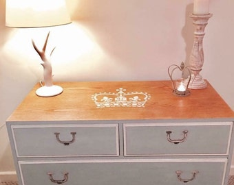 Elegant Chest of Drawers x