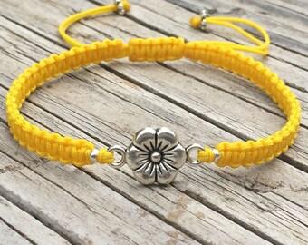 Flower Macrame Bracelet, Flower Anklet, Cord Macrame Friendship Bracelet, Macrame Anklet, Gift for Her, Small Gift, Macrame Jewelry